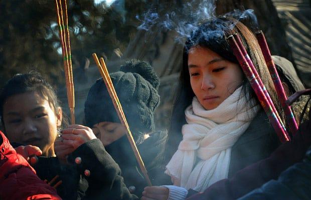 เตรียมการไหว้เจ้า และบรรพบุรุษในเทศกาลตรุษจีน